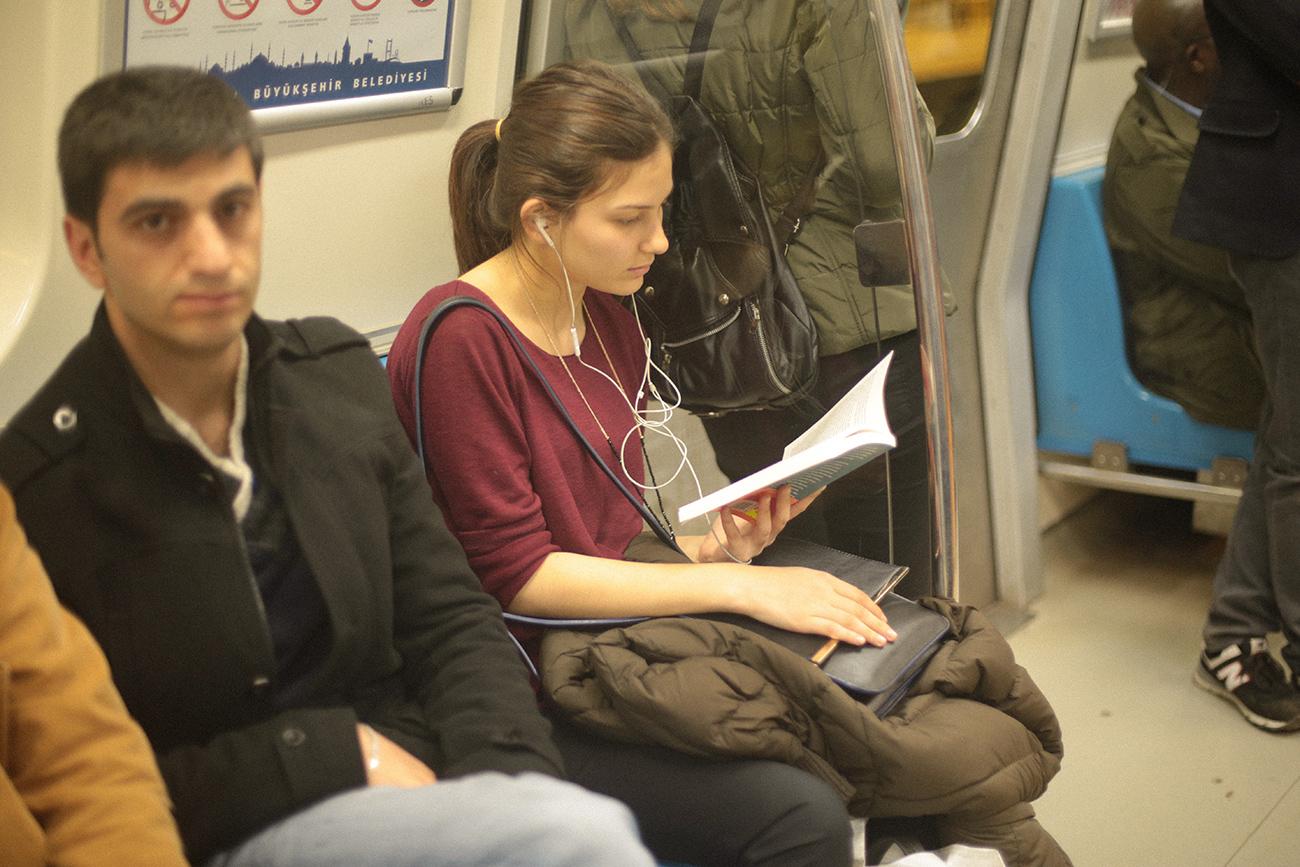 1602-kadinsiz-erkekler-metro